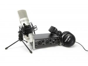 TASCAM TRACKPACK 2x2 A Complete Recording Bundle with US-2x2 USB audio interface/TM-80 studio microphone/TH-02 headphones